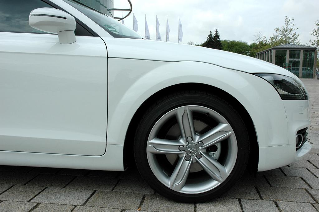Audi TT: Blick auf vorderen Radkasten.