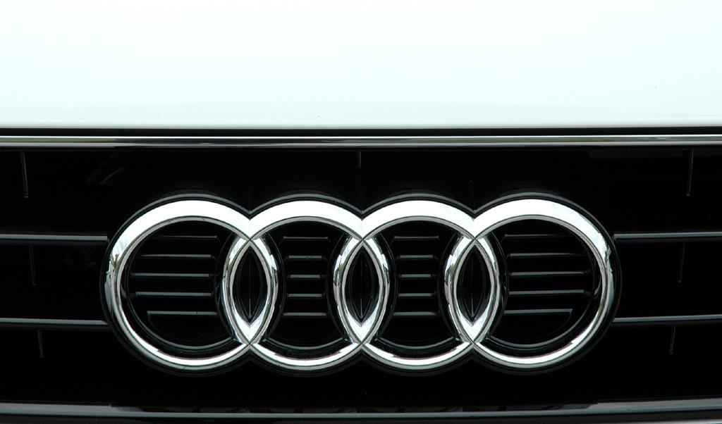 Audi TT: Die vier Ringe sitzen im oberen Teil des Kühlergrills.