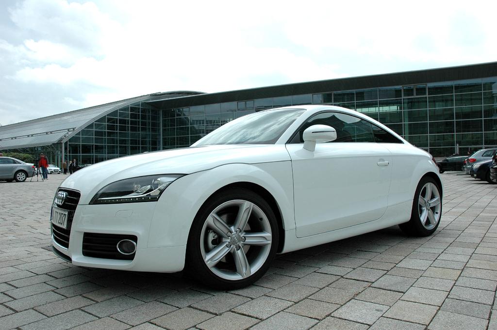 Audi TT: In der Länge sind Coupé und Roadster zwei Zentimeter gewachsen.