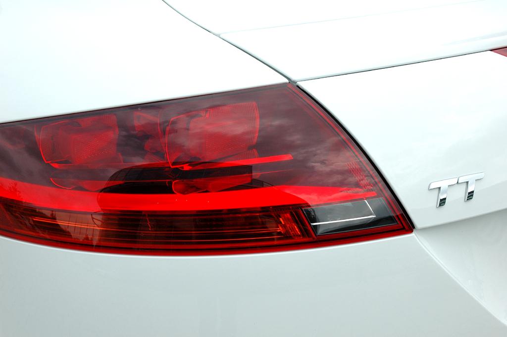 Audi TT: Leuchteinheit hinten mit TT-Schriftzug.
