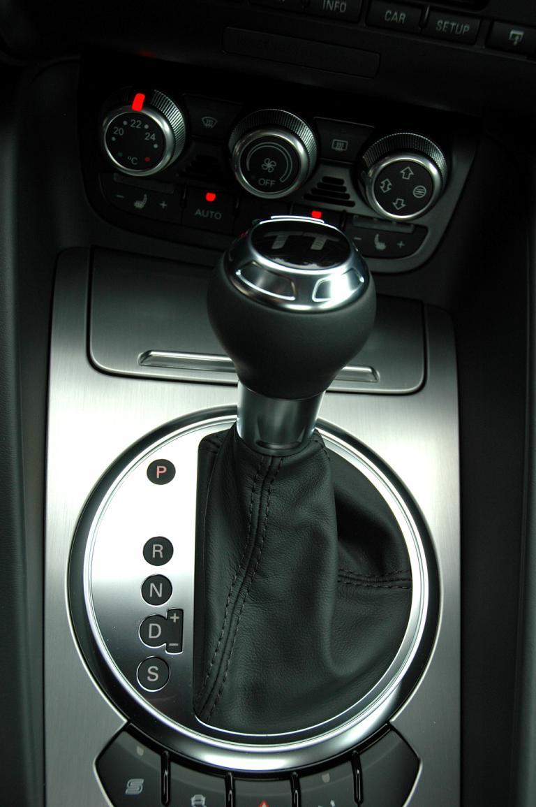 Audi TT: Wählhebel für das Doppelkupplungsgetriebe.