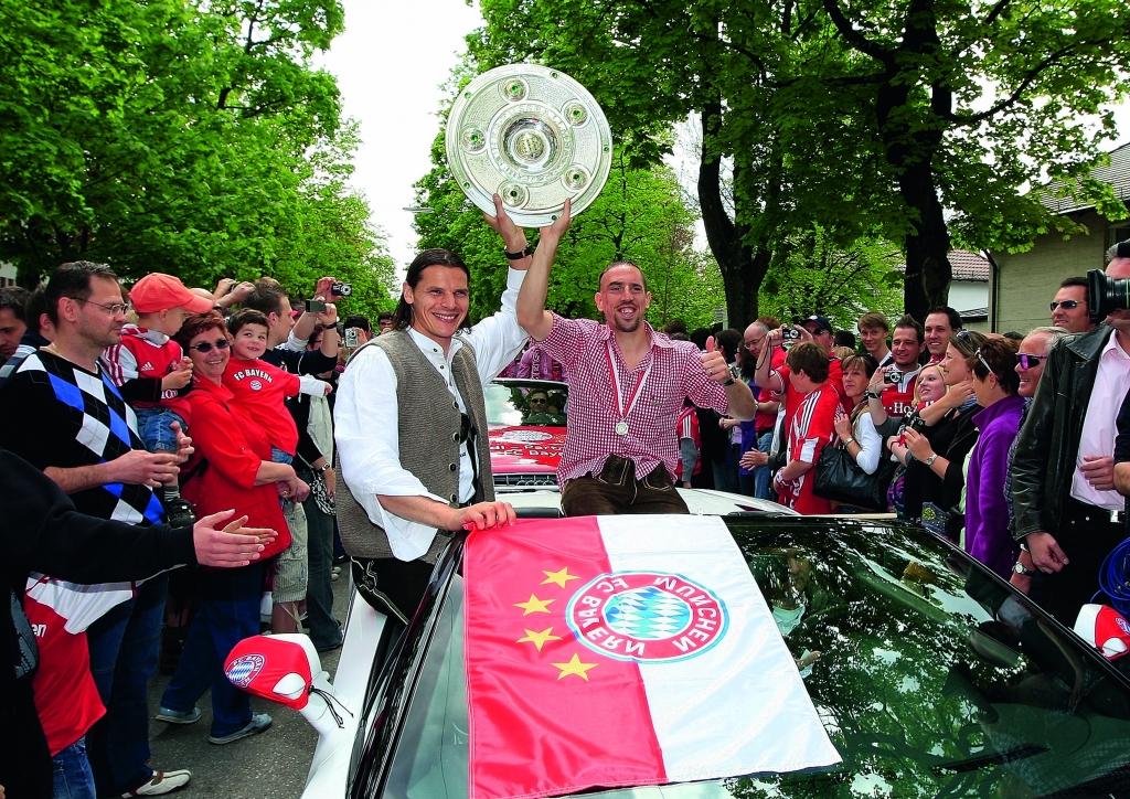 Audi feiert den FC Bayern mit Autokorso