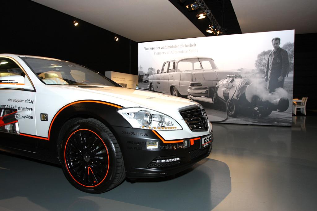 Automatisiertes Fahren: Mercedes sieht sich als Pionier automobiler Sicherheit.