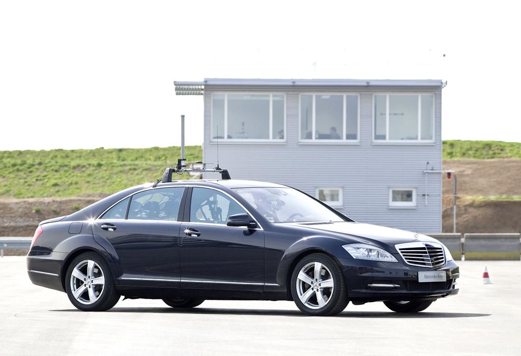 Automatisiertes Fahren: Zur Erprobung von Assistenzsystemen verfügt Mercedes in Sindelfingen über ein 20 000 Meter großes Prüfgelände.