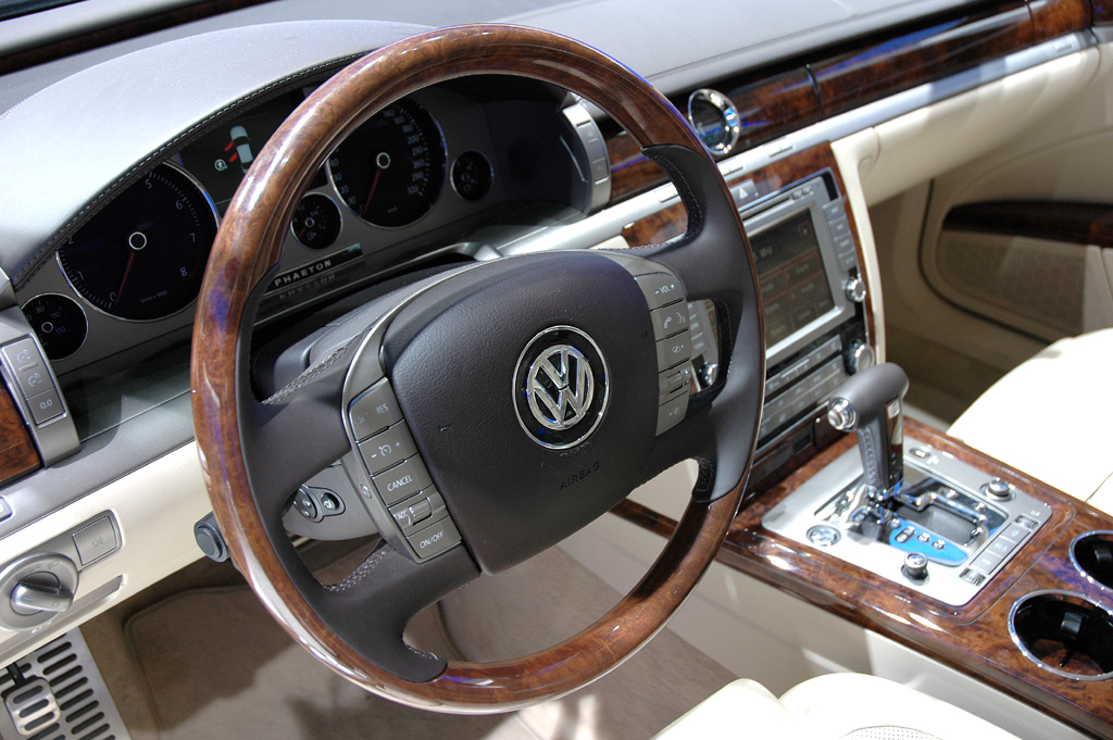 Blick ins edle Innere des neuen VW Phaeton.