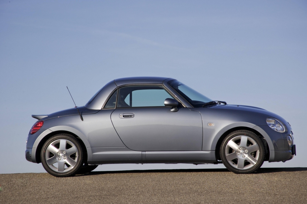 Daihatsu bietet seinen Copen als Coupé oder Cabrio an.