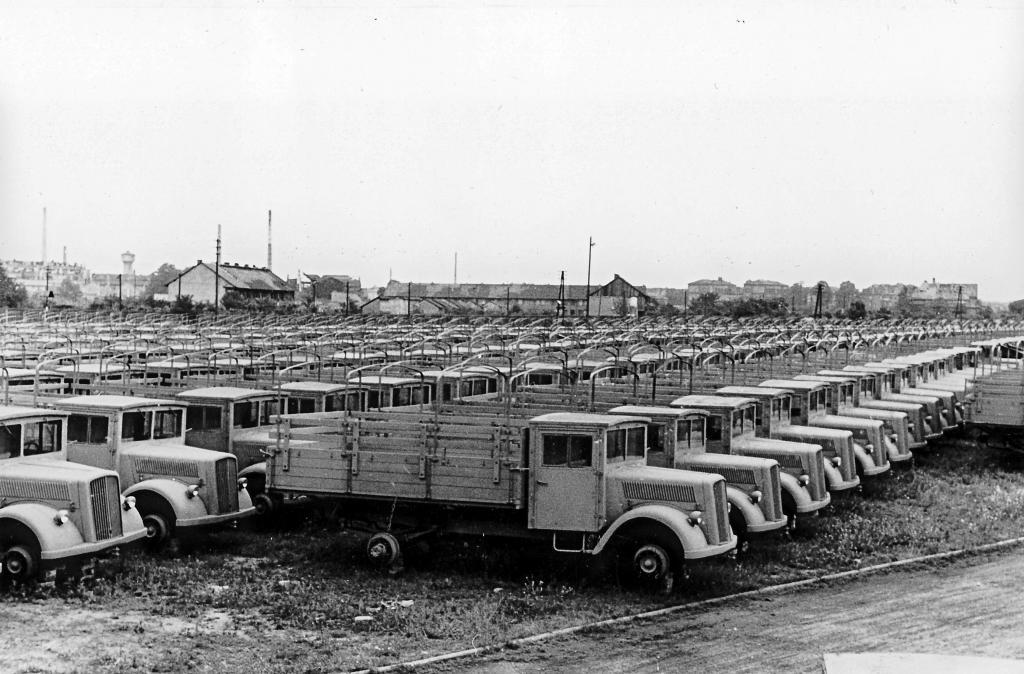 Daimler-Benz produzierte von 1944 bis 1949 insgesamt 10 300 Einheiten des L 701.