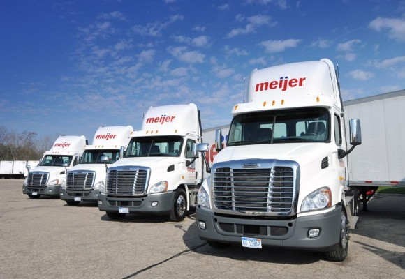 Daimler erhält Aufträge über 825 Freightliner Cascadia Bluetec
