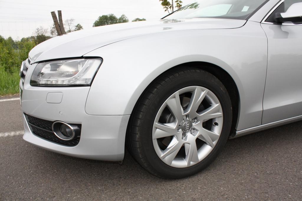 Der knappe Überhang – Differenzial und Vorderachse wurden beim A5 aus fahrdynamischen Gründen weiter nach vorn gerückt – steht der Gesamterscheinung dieses Autos gut.