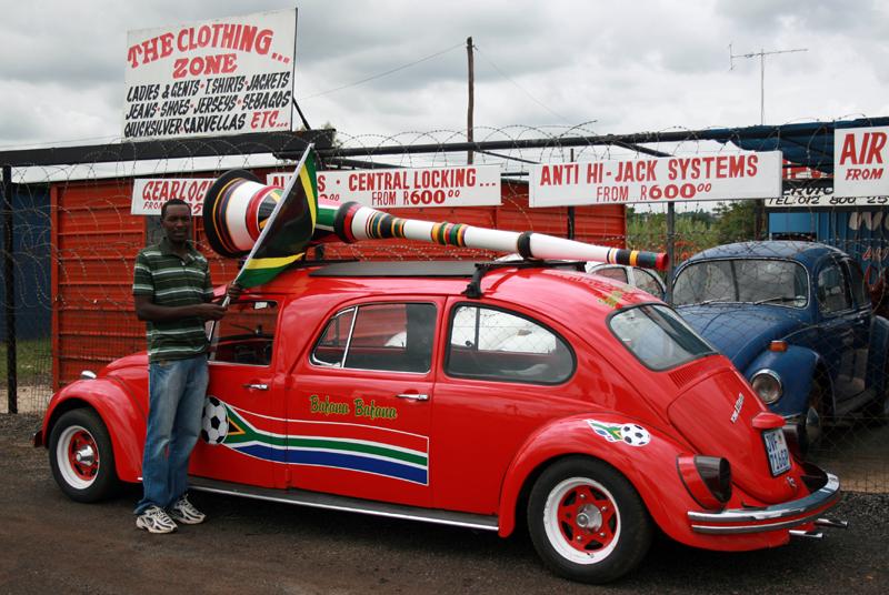 Der zweite WM-Beetle mit übergroßer Vuvuzela, Foto von: mediaclubsouthafrica.com