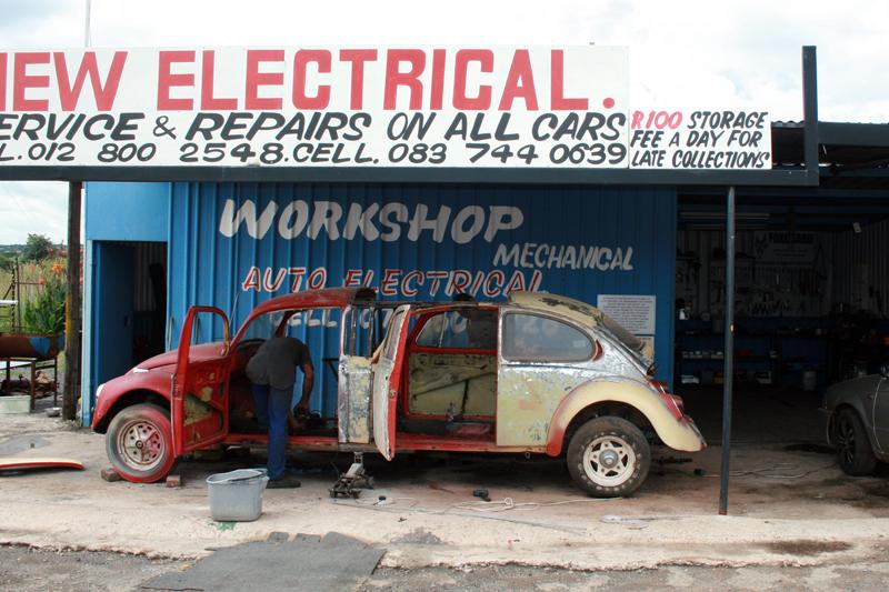 Drei Monate lang schraubte das vierköpfige Mechaniker-Team an der ersten Stretch-Limo, Foto von: mediaclubsouthafrica.com