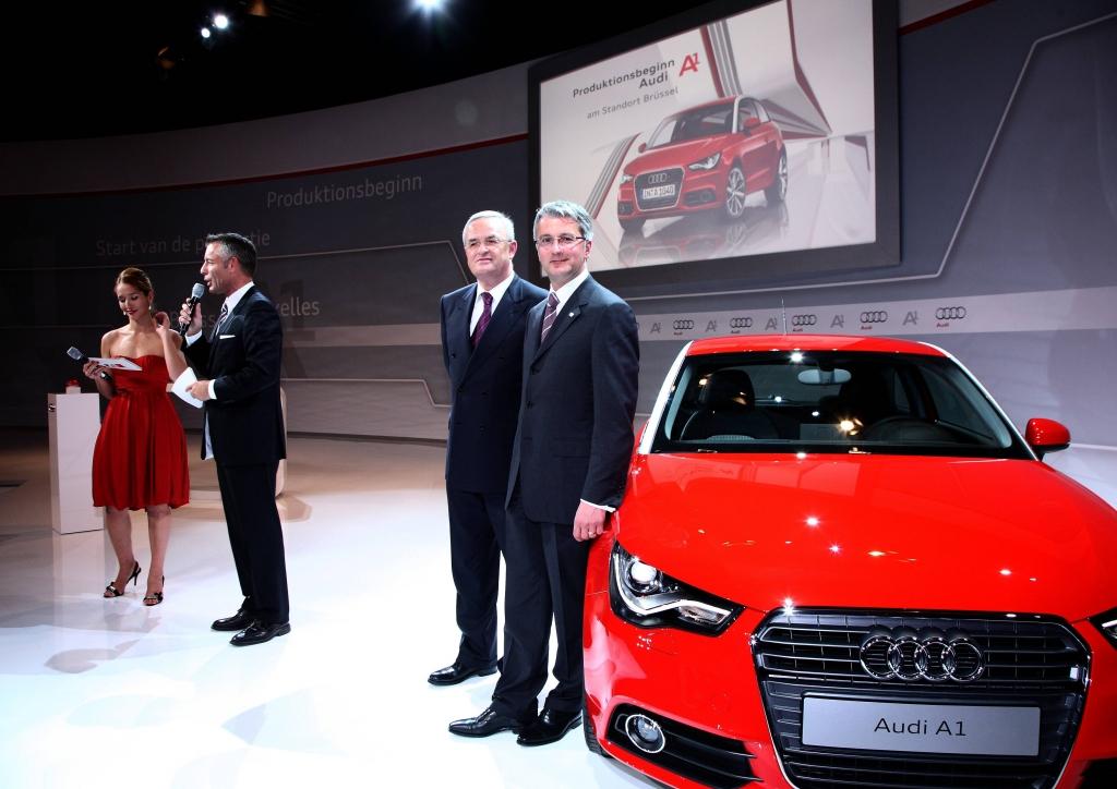 Festakt zum Produktionsstart des Audi A1. Konzernchef Martin Winterkorn (2.v.r.) und Audi-Chef Rupert Stadler (r.) während der Pressekonferenz in Brüssel.