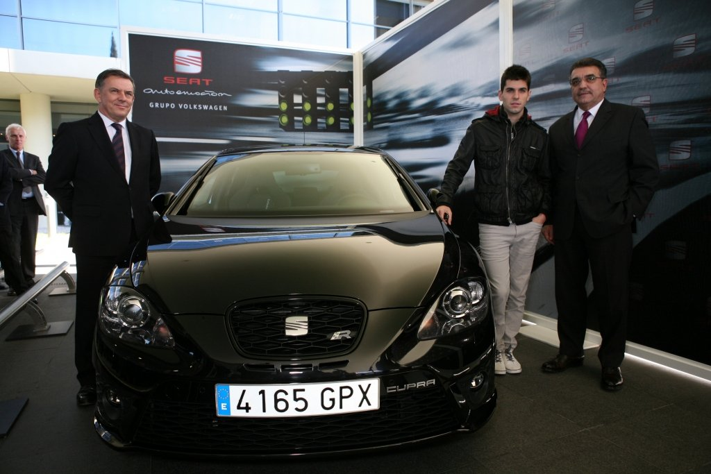 Formel 1-Stars und ihre Autos. Heute: Jaime Alguersuari. Akzeptabel für einen Formel-1-Fahrer: die 265 PS Motorleistung des neuen Seat Leon Cupra R, dem bisher stärksten gebauten Seat.