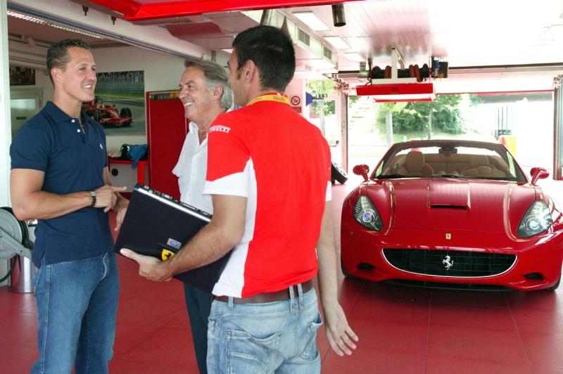 Formel 1-Stars und ihre Autos. Heute: Michael Schuhmacher. Einst hat er ihn mitentwickelt, heute ziert er seine Garage: Der Ferrari California.