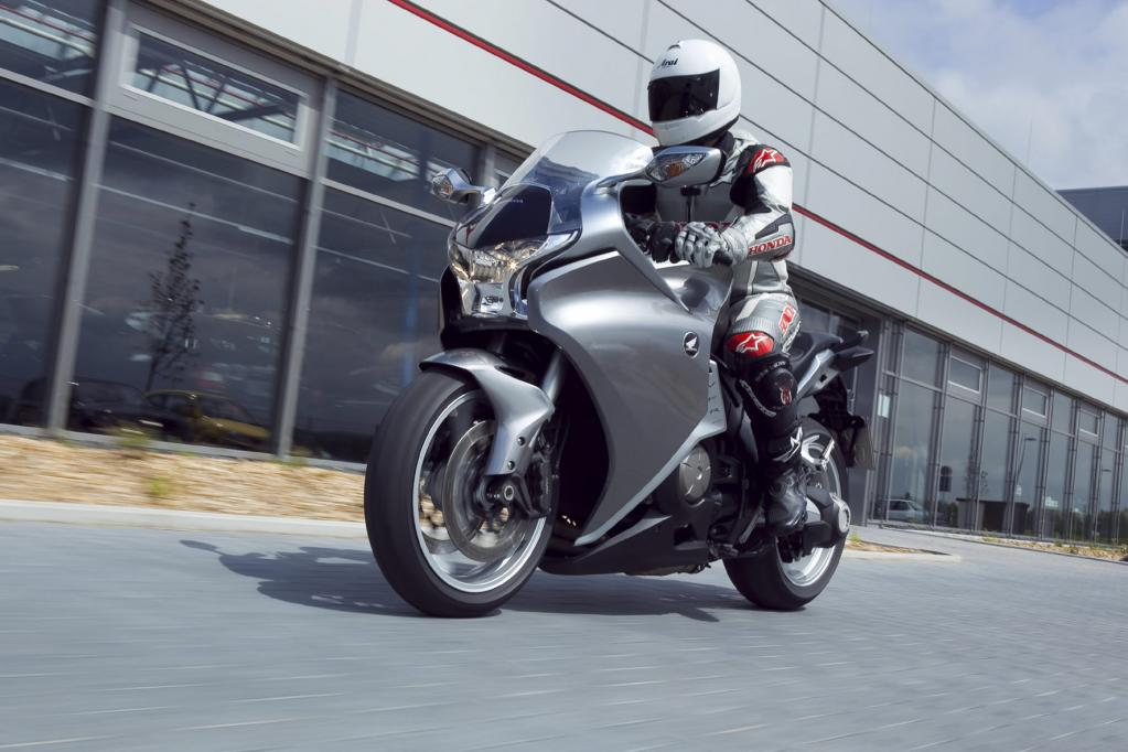 Honda VFR 1200 F DCT: Doppelt gekuppelt schiebt besser