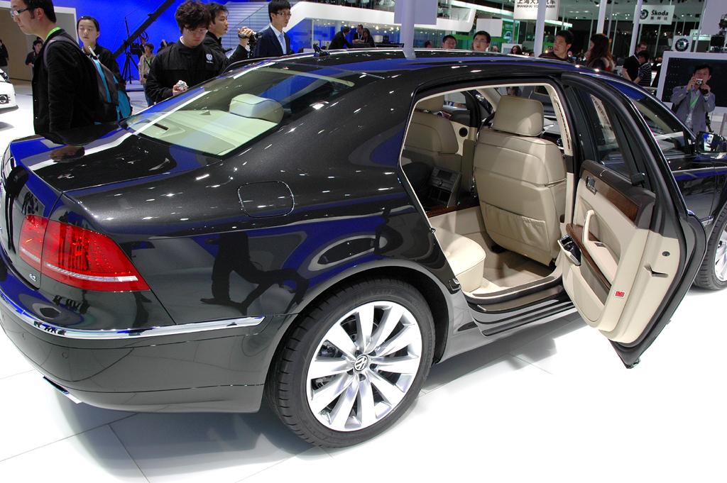 Im Fond bietet der große VW viel Platz.