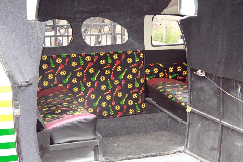Im Inneren der Käfer-Stretch-Limo, Foto von: mediaclubsouthafrica.com