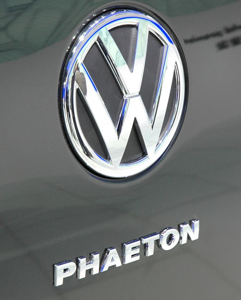 Markenemblem mit Phaeton-Schriftzug auf der Heckklappe.