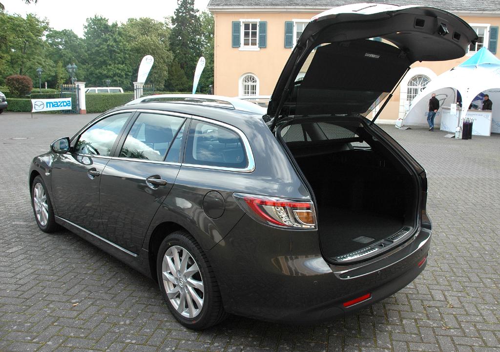 Mazda aktuell: 6er-Kombi mit großer Kofferraumklappe.