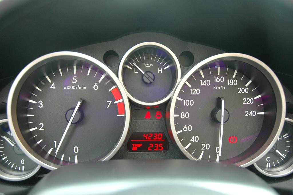 Mazda aktuell: Blick auf die Rundinstrumentierung des MX-5-Sondermodells.