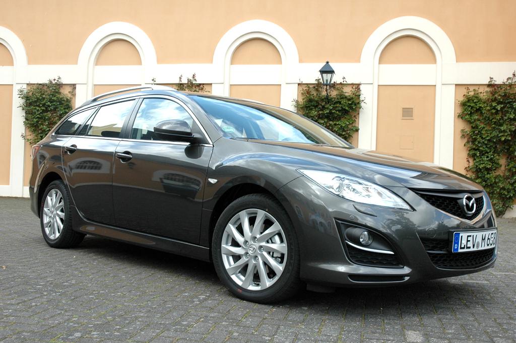 Mazda aktuell: Der 6er, hier der Kombi, kommt modellgepflegt daher.