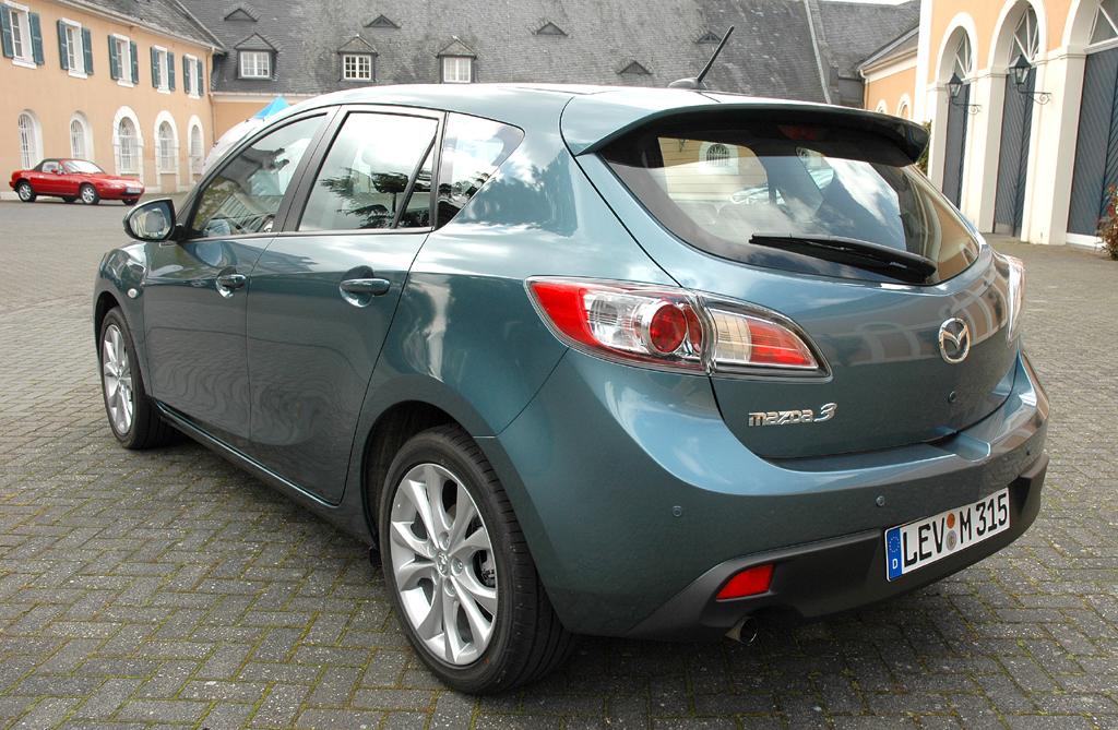 Mazda aktuell: Heck-/Seitenansicht eines 3er-Sondermodells.
