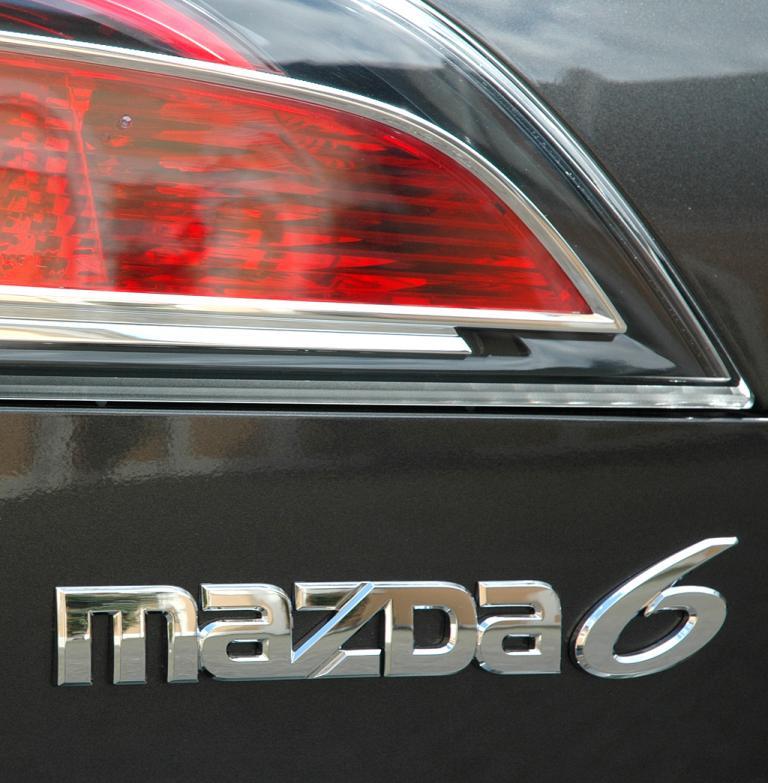 Mazda aktuell: Leuchteinheit hinten mit 6er-Schriftzug.