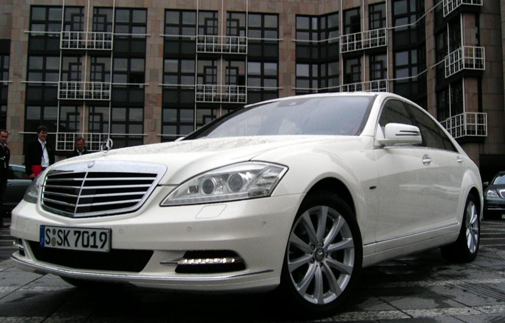 Mercedes Motoren: Die S-Klasse fährt bei den Benzinern künftig mit einem noch effizienteren 306-PS-Sechszylinder-Sauger vor, der nur 7,6 Liter verbrauchen soll.