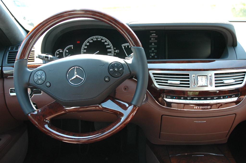 Mercedes S400 Hybrid: Blick ins Cockpit.