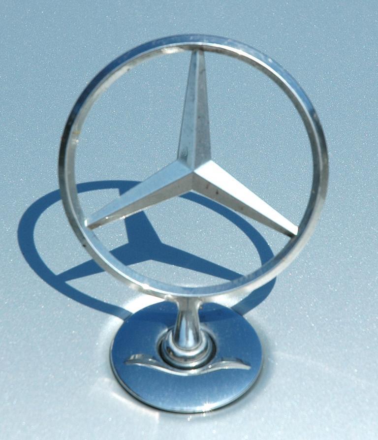Mercedes S400 Hybrid: Mit Stern auf der Motorhaube.