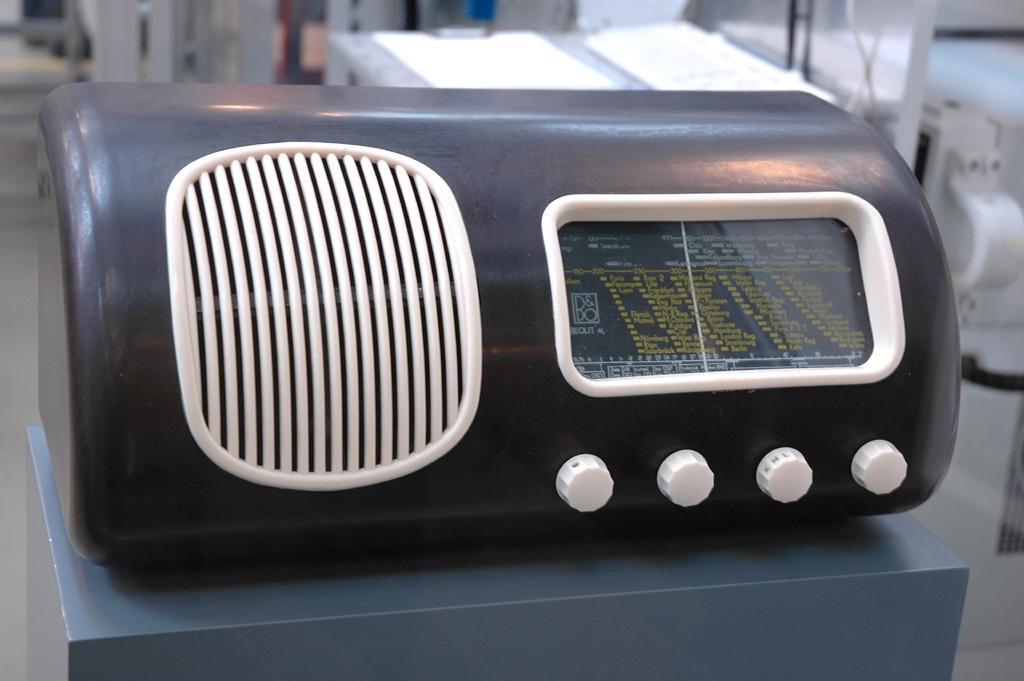 Mercedes-SLS-AMG-Sound: Dieser von Peter Bang entworfene Beolit kam 1938 auf den Markt.