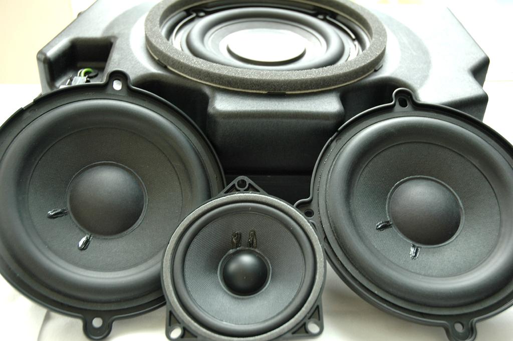 Mercedes-SLS-AMG-Sound: Vier von elf im Flügeltürer untergebrachten Lautsprechern.