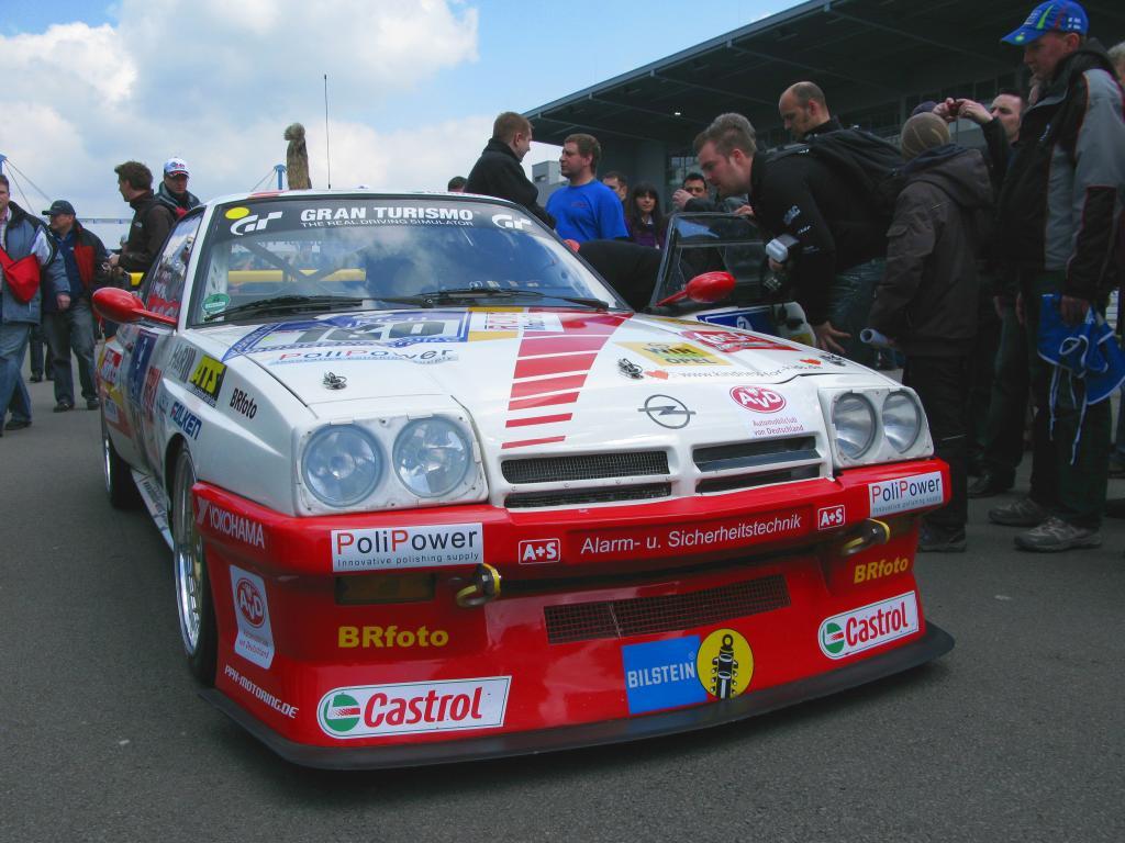 Mit dem Fuchsschwanz beim 24-Stunden-Rennen: Opel Manta B.