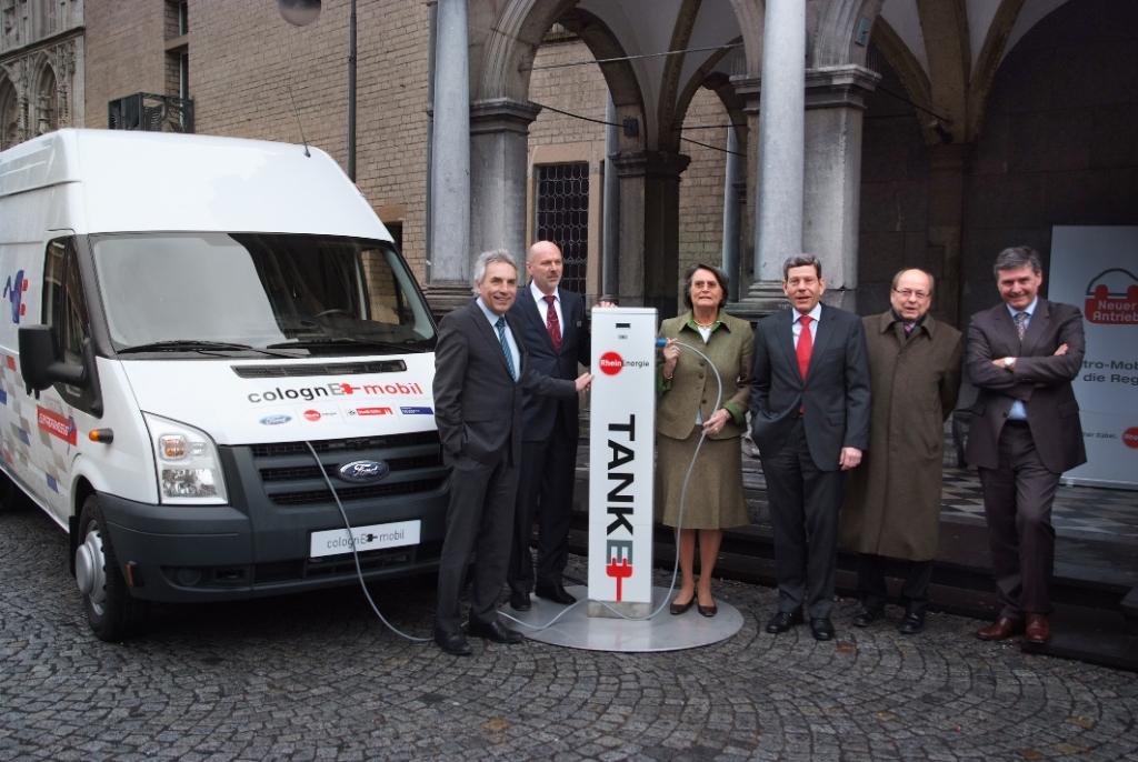 """Mit der symbolischen """"Betankung"""" eines Ford Transit BEV wurde heute """"ColognE-mobil"""" offiziell gestartet."""