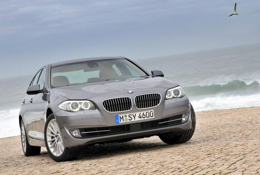 Neue BMW 5er-Limousine erhält Aluminiumbleche von Novelis