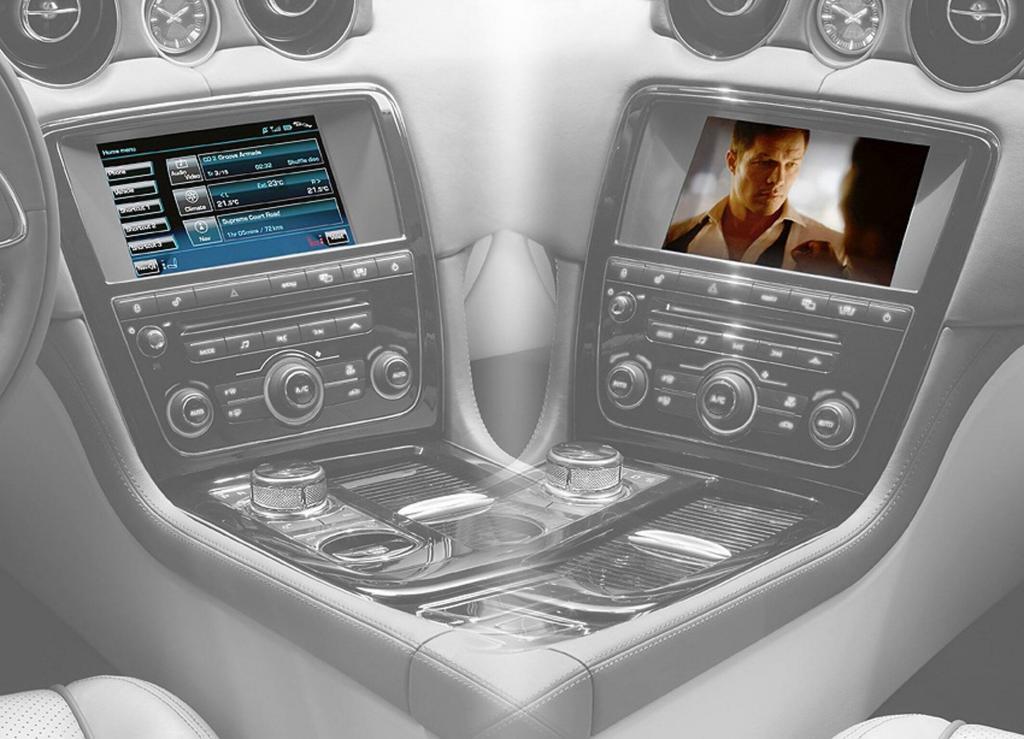 Neue Touchscreen-Bedienung: Videos für den Jaguar-Beifahrer