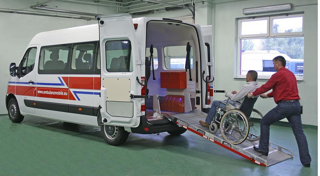 Opel Movano als Behindertentransportwagen.