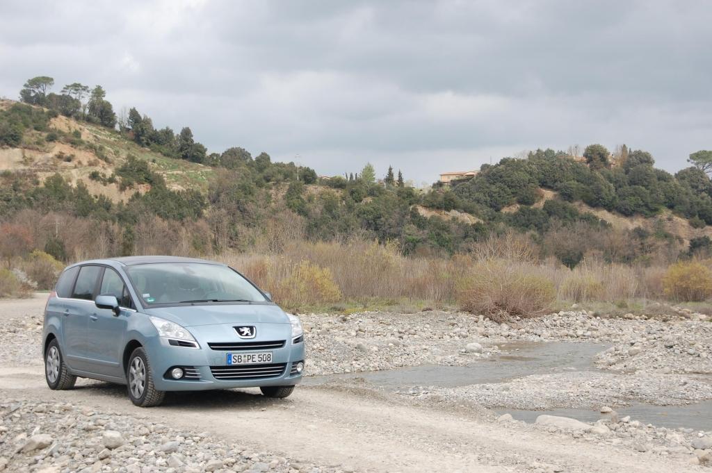 Peugeot 5008 1.6 l 155 THP Premium: Panoramablick auf allen Plätzen