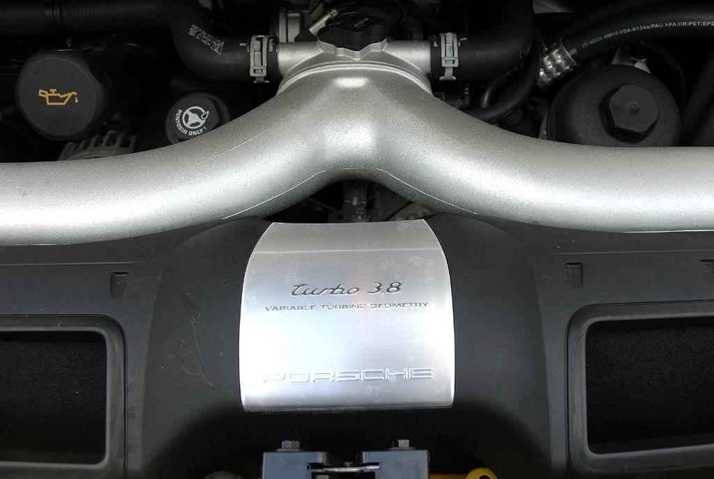 Porsche 911 Turbo: Der 3,8-Liter-Sechszylinder verfügt über variable Turbinengeometrie.