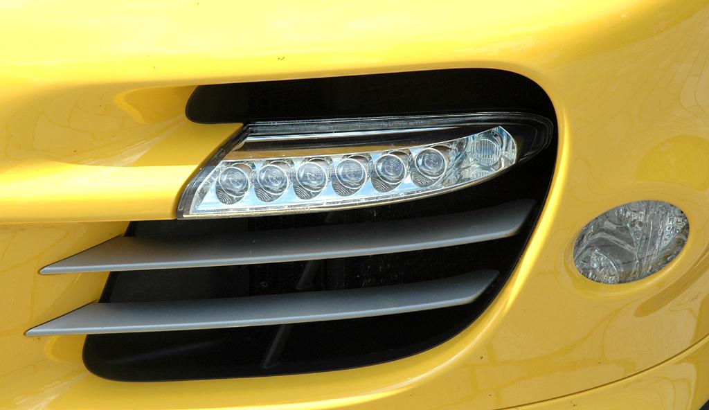 Porsche 911 Turbo: Detailaufnahme vom vorderen Stoßfänger.