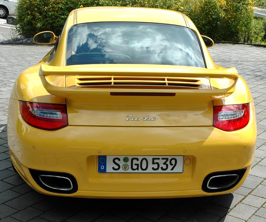 Porsche 911 Turbo: Heckansicht.
