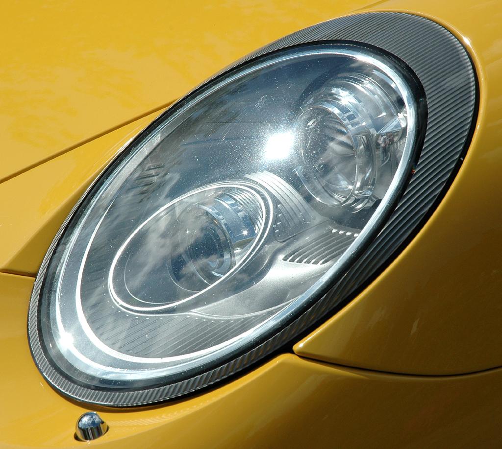 Porsche 911 Turbo: Leuchteinheit vorn.