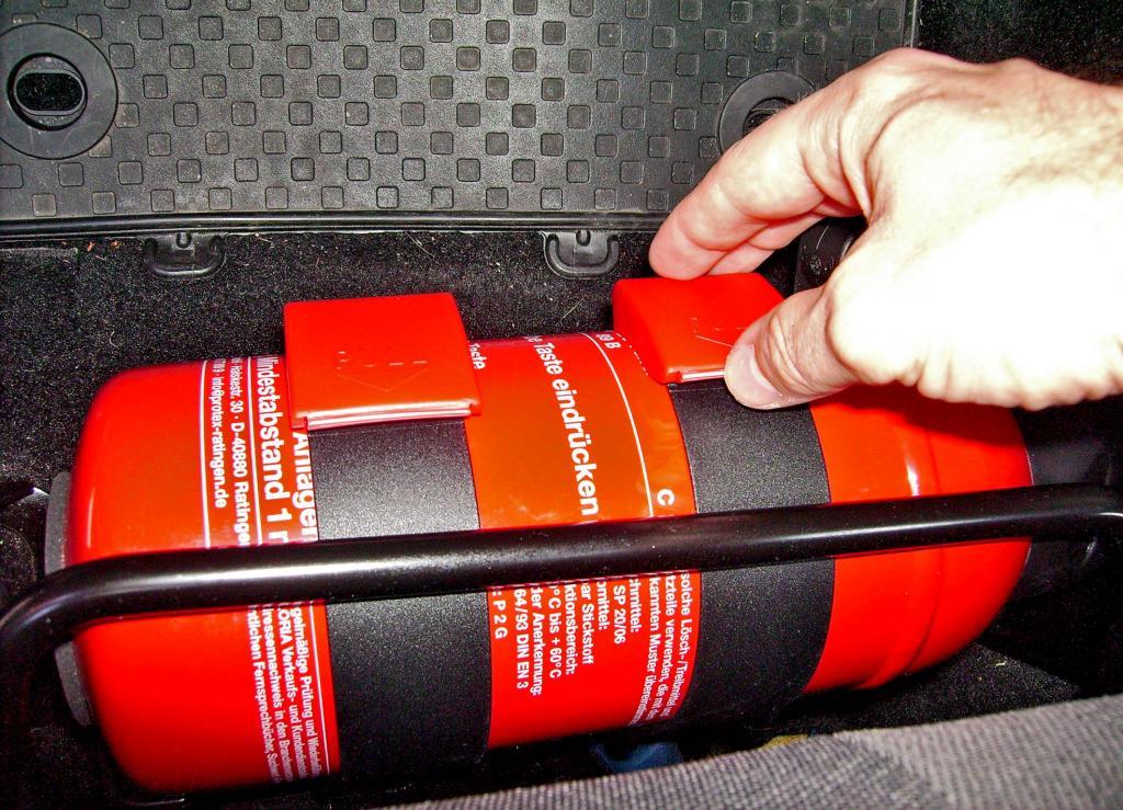 Ratgeber: Ein Feuerlöscher sollte im Auto sein