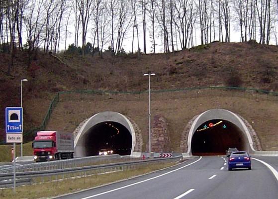 Ratgeber Urlaub: Obacht bei Tunneldurchfahrten