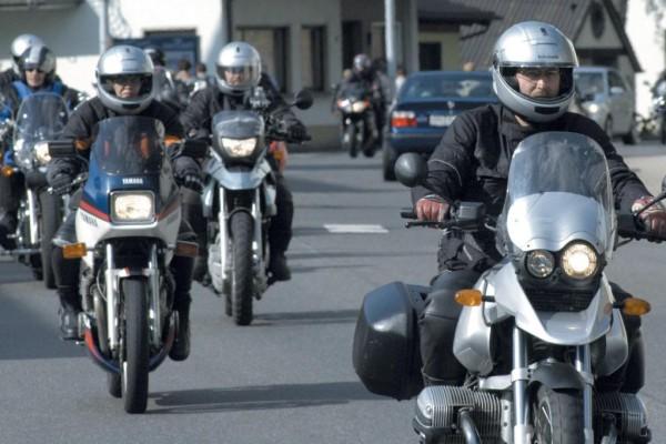 Reisen mit dem Motorrad: Gemeinsam in den Biker-Urlaub