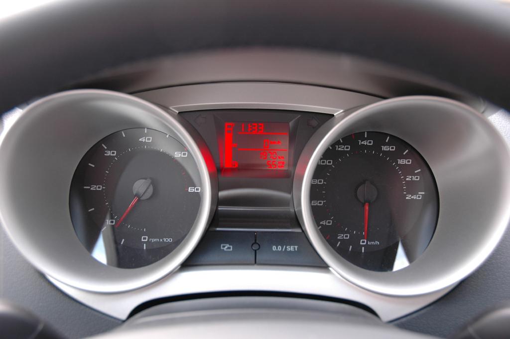 Seat Ibiza ST: Rundinstrumenten-Röhren.