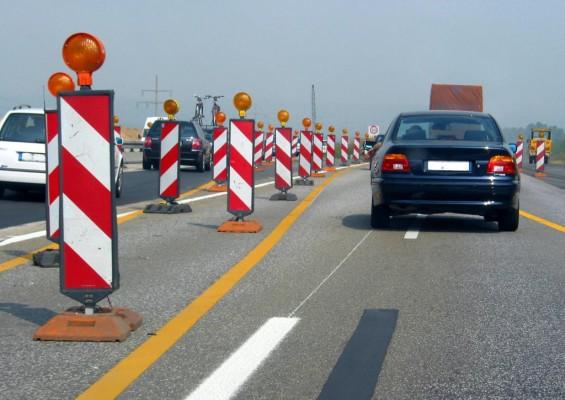 Straßenmarkierung: Linien mit Leitfunktion