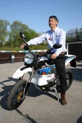 Strom schlägt Benzin: Im Gespräch mit Zero-Gründer Neal Saiki