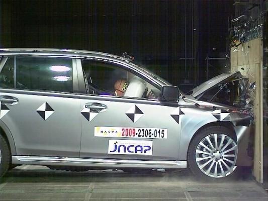 Subaru Legacy besteht japanischen Crashtest mit Auszeichnung