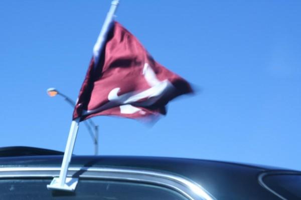 Tipp: Bei Autobahnfahrt auf WM-Schmuck am Auto verzichten